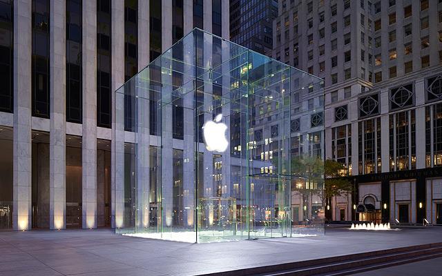 Apple Store на Пятой авеню в Нью-Йорке