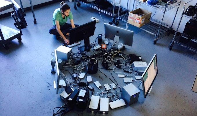 Mac Pro и 42 устройства переферии