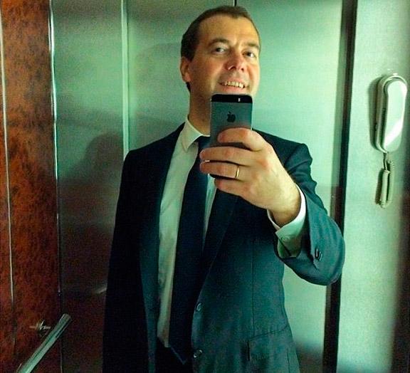 Медведев и iPhone 5S