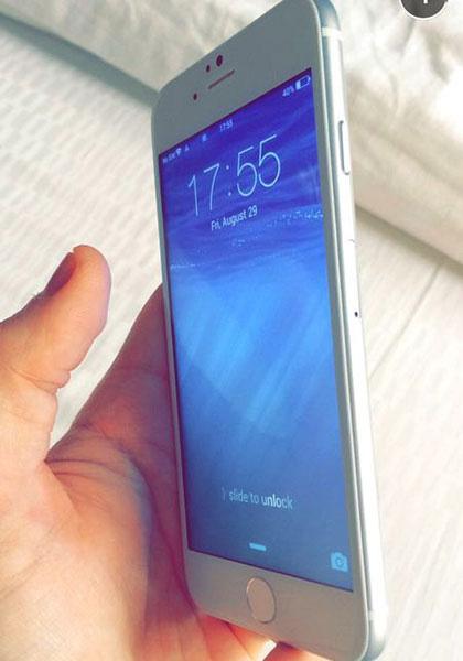 iPhone 6 с включенным экраном